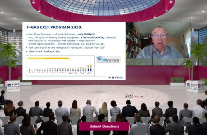「ATMO VTS 2.0」でMetro AGの戦略を発表する、オラフ・シュルツ氏