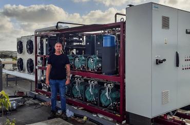 The Mania Groupに設置されたTEKO社製CO2システムとNIK Systems社のニコライ・ヴォドルゾフ氏