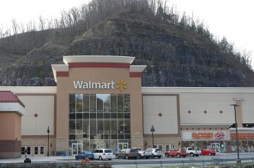 Walmart社、株主総会で早急なHFC対策を迫られる