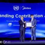 UNIDOからの表彰を受け取るMidea社